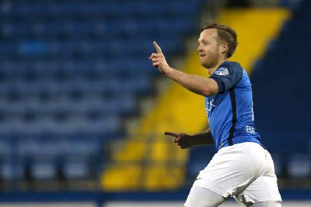 Sammy Clingan has agreed a new one-year deal with Glenavon