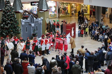 Christmas lights switch-on 2018 at QueensgateEMN-181117-194922009