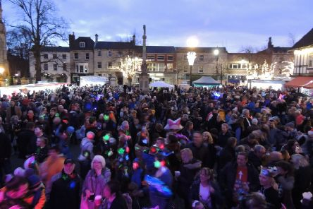 Crowds at last year's Sleaford Christmas Market. EMN-191211-131718001