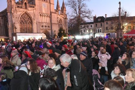 Sleaford Christmas Market and lights switch-on. EMN-190212-173454001
