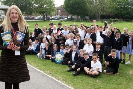 Author Vashti Hardy with her two novels at Glebe Primary School in Southwick. Photo by Derek Martin DM1950015a