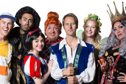 Snow White and the Seven Dwarfs at Worthing's Pavilion Theatre SUS-170112-121714003