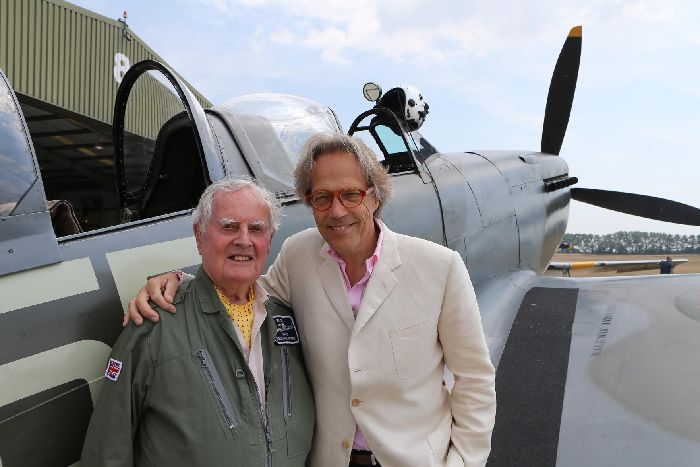 WWII veteran flies Spitfire over south coast - The News