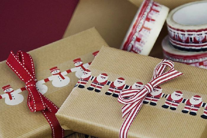 Can Christmas wrapping paper go in recycling? ANL-161230-154336001
