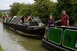 Tooley's Boatyard team, Banbury, at Napton, towing Nb Hardy back to Banbury for restoration. NNL-180529-201237009