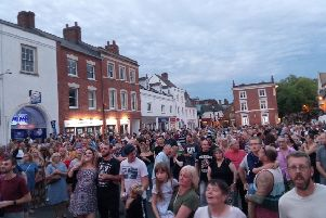 Standing room only at Banbury Music Mix in the Market Place NNL-180730-150013001