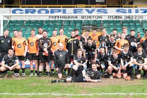 The teams after the match. Photo: @russelldossett (www.sportspictures.online)
