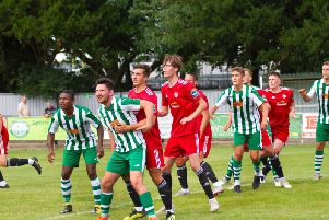 Action from Chichester City v Worthing / Picture by Neil Holmes