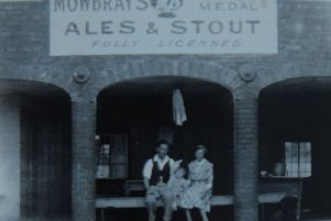 A young Bill Tebb and his parents sat in the arches at the rear of their pub in Fulbeck. EMN-191208-152502001