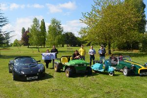 For their visit to Buckinghamshire they stopped at Weston Turville Golf Course with a Lotus Elise S2 and a Caterham Seven Roadsport