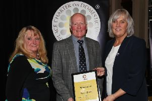 PSNI D CSI Paula Hilman presenting Whitehead's Safe Town Award to Bill Luney and Vivienne Johnson.