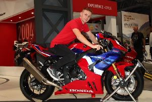 Tom Neave aboard the new Honda Fireblade EMN-191125-132741002