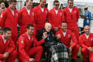 Henry Allingham with Red Arrows at Airbourne 2008