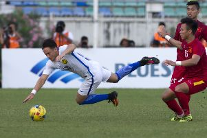 Darren Lok in action against Vietnam players during the AFF Suzuki Cup ( ROMEO GACAD/AFP/Getty Images)