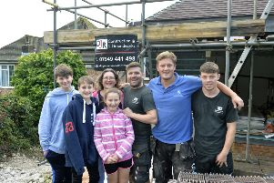 The Williams family, Oliver, Jacob, Lilly and mum Victoria with builders Derek Roy, Lewis Pendry and Kieron Davies (Photo by Jon Rigby) SUS-191021-140252008
