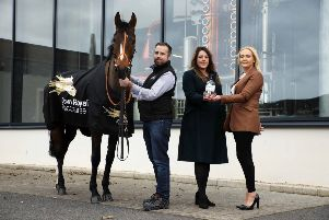 "Pictured marking a major 3-year partnership deal between Down Royal Racecourse and Shortcross Gin are (l-r) David and Fiona Boyd-Armstrong, Founders of Shortcross Gin, Emma Meehan, Chief Executive of Down Royal Racecourse, along with racehorse Killultagh Getaway North owned by Fiona�""s mother, Rose Boyd and George Creighton."