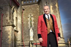 Filming of Brighton in the grounds of The College of The Holy Child in St Leonards.''Actor Larry Lamb SUS-191104-121950001