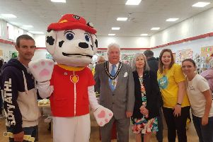 Nicole Rolls and Laura Howard (right) and Nick Howard (left) with the former Mayor and Mayoress of Sleaford. EMN-190617-094208001