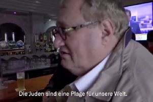 A still image taken from the video, showing Tuvia Tenenbom in the pub in Londonderry.