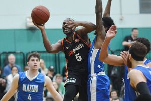 Hemel Storm's Bode Adeluola finds a way through the crowd against Derby Trailblazers on Saturday. (Picture by Lin Titmuss)