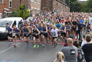 Caistor 10k Sting and mini run. Start of the 10k EMN-190807-092538001