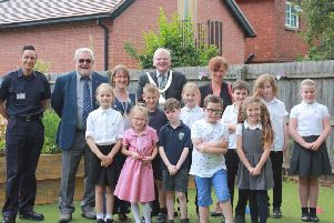 Mayor of Melton, Councillor Malise Graham, joins pupils and staff at Asfordby Hill Primary School's new sensory garden EMN-191107-164104001