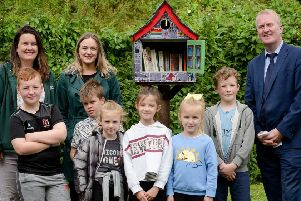 Denise McVeigh, (MEA) Cllr Cheryl Johnston, Cllr Eugene Reid with children from the Amphitheatre Summer School at the new 'Little Library'.