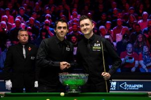 Kyren Wilson and Ronnie OSullivan shake hands ahead of the ManBetX Champion of Champions final. Picture courtesy of World Snooker