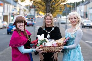 Lord Mayor Councillor Mealla Campbell getting ready for the big switch on with singing Princesses Elsa and Anna from Real Princesses NI.