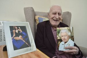 Celebrating his 105th birthday  Bert James, a fan of Linda Lusardi at Vista Park EMN-191003-184047009