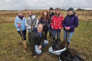 Richard Astle from the Langdyke Trust at Maxey-Etton pits for a day of hedge planting with volunteers (back l-r), Anne Curwen, Jessica Pryor, Fiona Moore, Nicholas Godman, Eleanor Devenish, Sara Branch EMN-140228-155643001