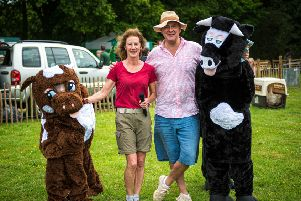 Milland Rural Fair lead organiser Cathy Robinson with TV star Hugh Bonneville SUS-190606-122457001
