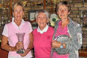 Jacquie Short with the Ann Hodgson Vase for best nett and Lady Captain Pam Clare and champion Ruth Simpson with the Championship Salver for best gross.