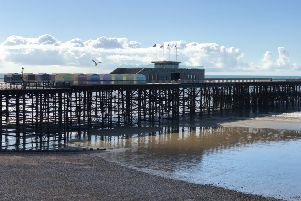 Hastings Pier Sun SUS-190624-085110001